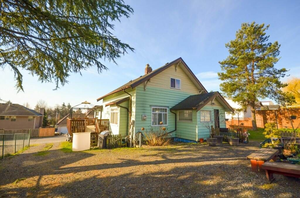 Main Photo: 19320 64 Avenue in Surrey: Clayton House for sale (Cloverdale)  : MLS®# R2513382