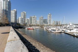 """Photo 5: 110 1228 MARINASIDE Crescent in Vancouver: Yaletown Townhouse for sale in """"Crestmark II"""" (Vancouver West)  : MLS®# R2564048"""