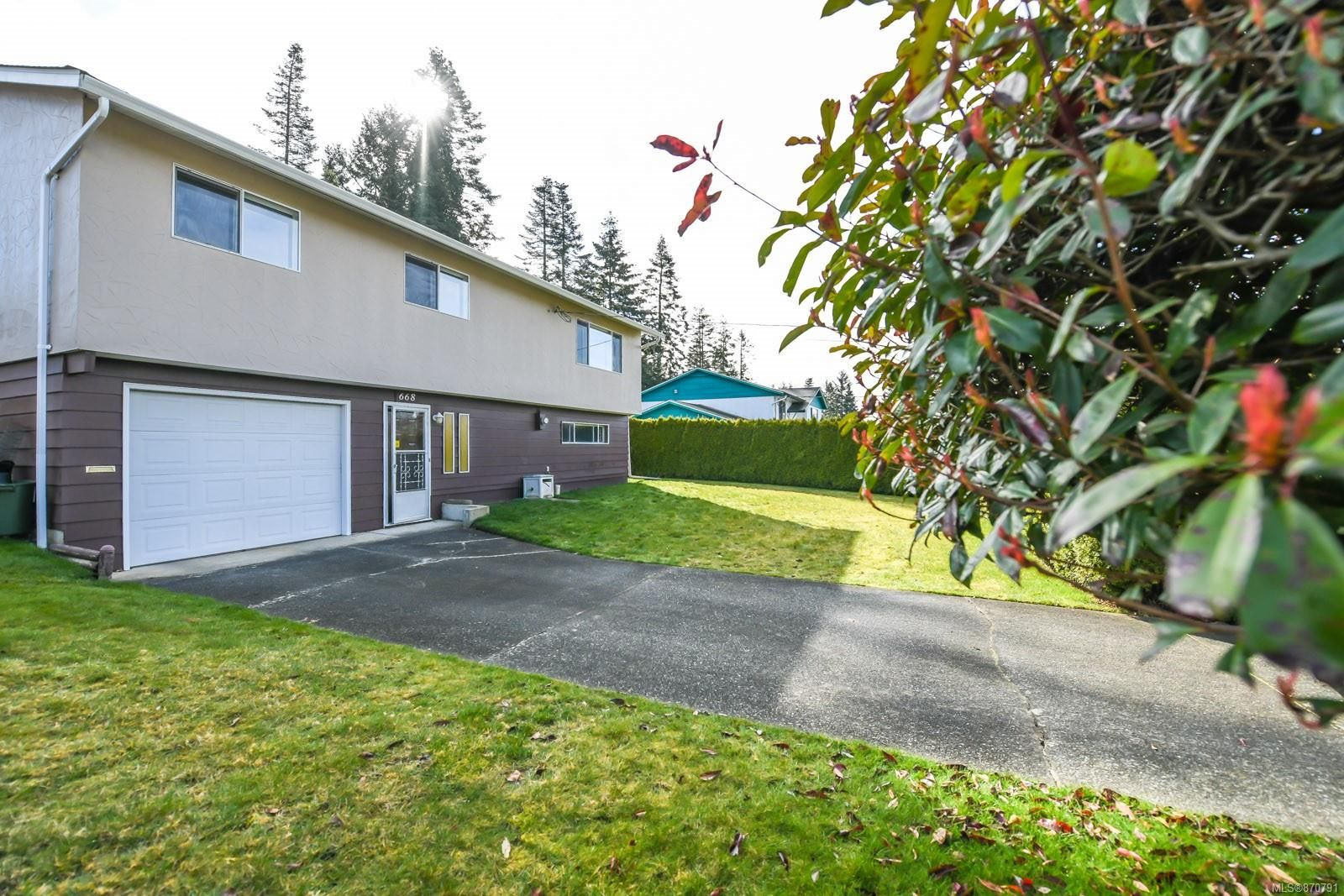 Main Photo: 668 Pritchard Rd in : CV Comox (Town of) House for sale (Comox Valley)  : MLS®# 870791