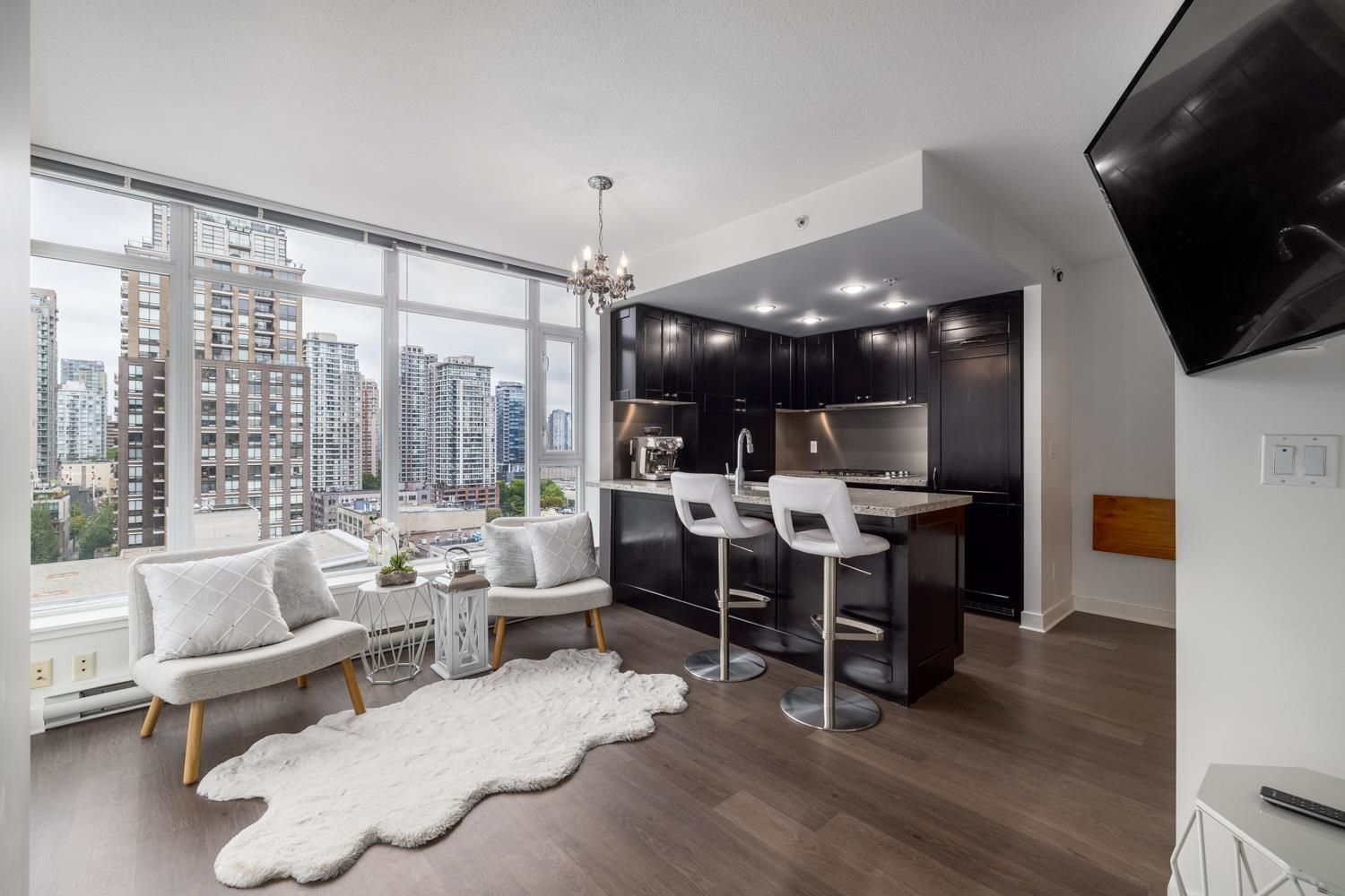 """Main Photo: 1302 1133 HOMER Street in Vancouver: Yaletown Condo for sale in """"H&H"""" (Vancouver West)  : MLS®# R2618125"""
