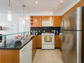 Photo 4: 2809 501 PACIFIC Street in Vancouver: Downtown VW Condo for sale (Vancouver West)  : MLS®# R2354691