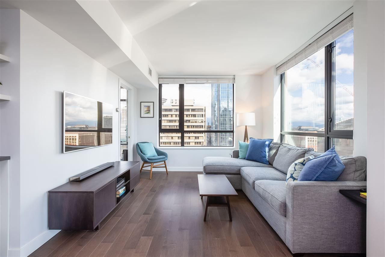 """Main Photo: 1208 788 RICHARDS Street in Vancouver: Downtown VW Condo for sale in """"L'Hermitage"""" (Vancouver West)  : MLS®# R2371629"""