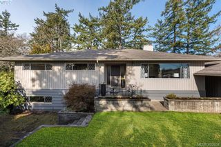 Photo 2: 1116 Nicholson St in VICTORIA: SE Lake Hill House for sale (Saanich East)  : MLS®# 806715
