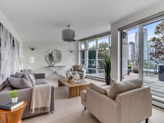 """Photo 27: 801 1383 MARINASIDE Crescent in Vancouver: Yaletown Condo for sale in """"COLUMBUS"""" (Vancouver West)  : MLS®# R2504775"""