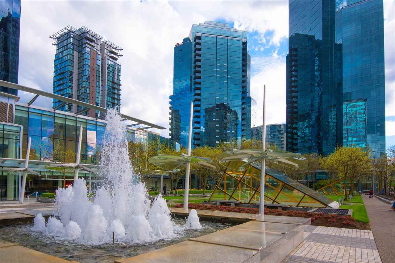"""Main Photo: 1807 1050 BURRARD Street in Vancouver: Downtown VW Condo for sale in """"Wall Centre"""" (Vancouver West)  : MLS®# R2286350"""