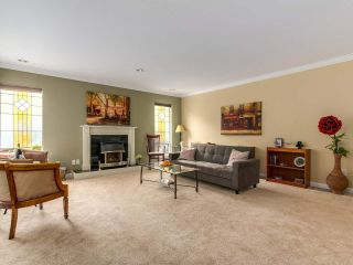 Photo 3: 3 1552 EVERALL STREET: White Rock Townhouse for sale (South Surrey White Rock)  : MLS®# R2265782