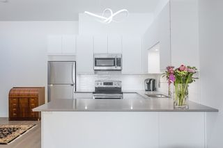 """Photo 11: 311 3875 W 4TH Avenue in Vancouver: Point Grey Condo for sale in """"Landmark"""" (Vancouver West)  : MLS®# R2567957"""