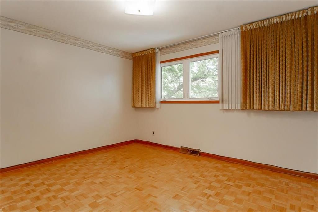 Photo 20: Photos: 128 Sterling Avenue in Winnipeg: Meadowood Residential for sale (2E)  : MLS®# 202011390