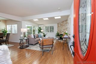 Photo 4: CLAIREMONT House for sale : 3 bedrooms : 4897 Chateau Dr in San Diego