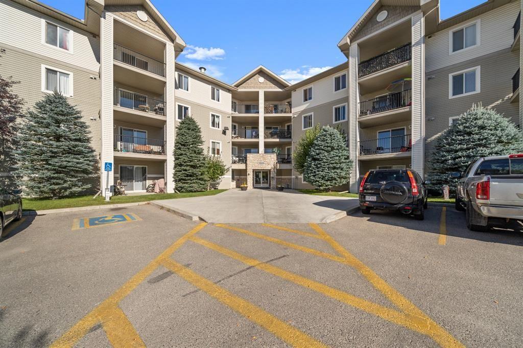 Main Photo: 1317 12 Cimarron Common: Okotoks Apartment for sale : MLS®# A1146929