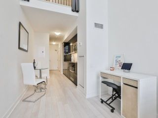 Photo 5: 5 Hanna Ave Unit #703 in Toronto: Niagara Condo for sale (Toronto C01)  : MLS®# C4098566