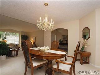 Photo 5: 1028 Adeline Pl in VICTORIA: SE Broadmead House for sale (Saanich East)  : MLS®# 573085