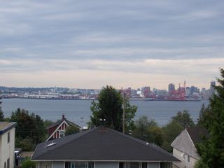 Photo 5: 426 428 East 1st Street in North_Vancouver: Lower Lonsdale House for sale (North Vancouver)  : MLS®# V753906