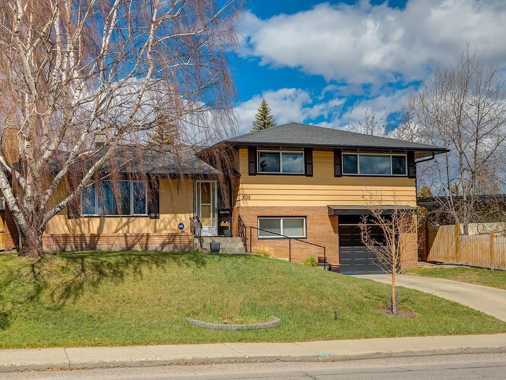 Main Photo: 808 47 Avenue SW in Calgary: Britannia Detached for sale : MLS®# C4237675