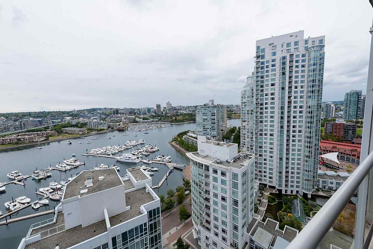 "Photo 13: Photos: 2508 193 AQUARIUS Mews in Vancouver: Yaletown Condo for sale in ""MARINASIDE RESORT RESIDENCES"" (Vancouver West)  : MLS®# R2106066"