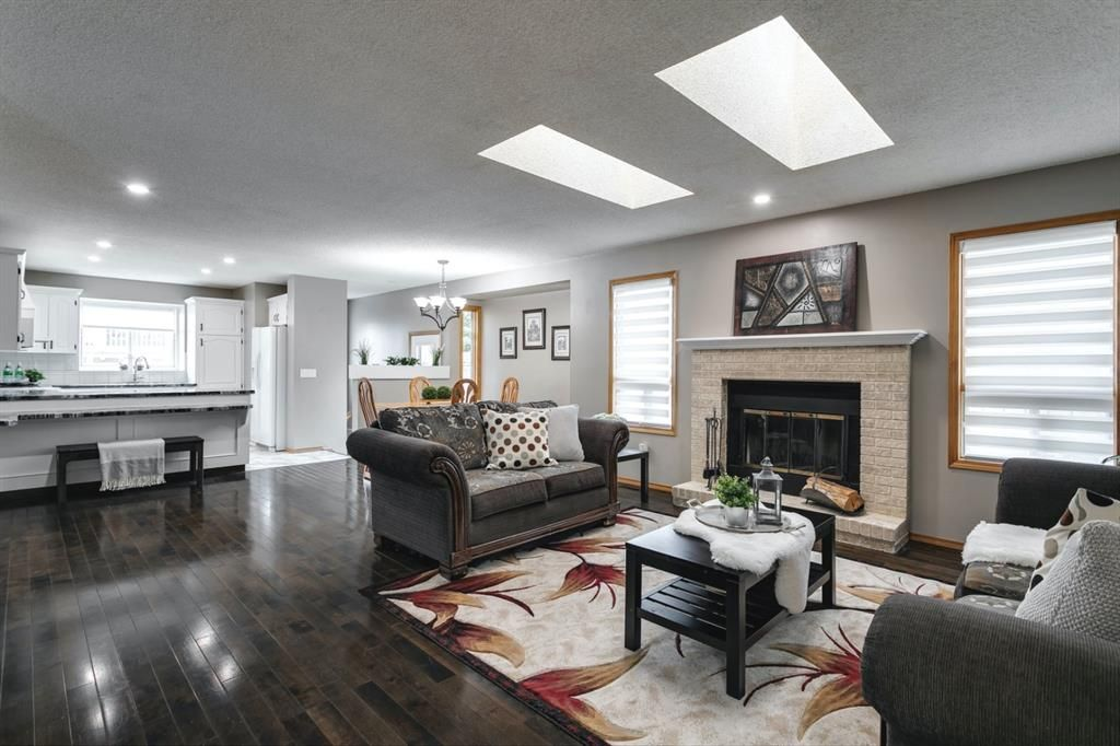 Main Photo: 11 Sanderling Hill NW in Calgary: Sandstone Valley Detached for sale : MLS®# A1149662
