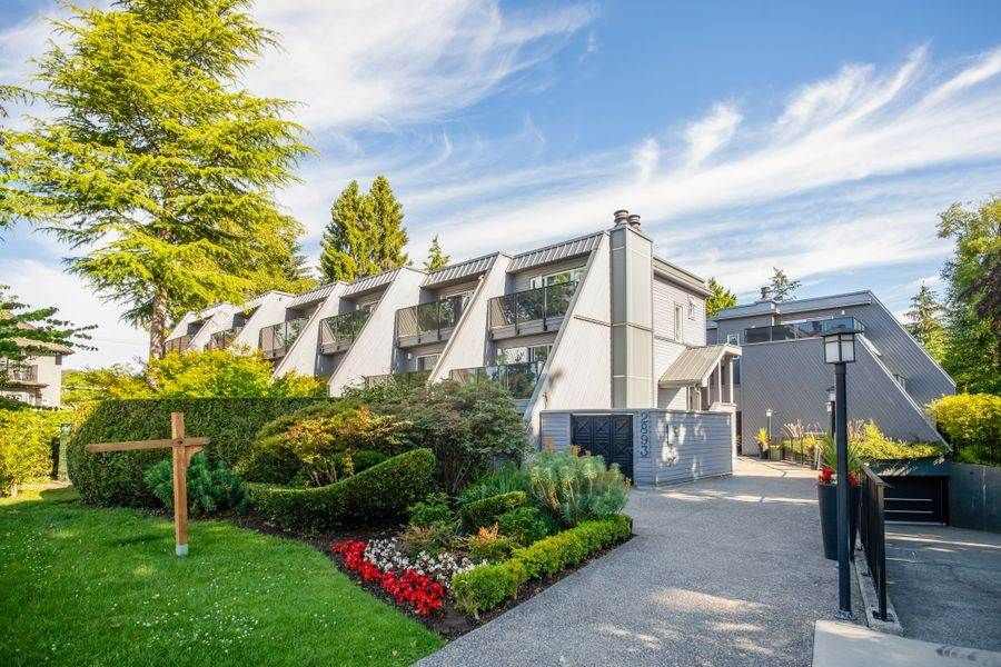 Main Photo: 206 2893 West 41st Ave. in Vancouver: Kerrisdale Townhouse for sale (Vancouver West)  : MLS®# R2303384