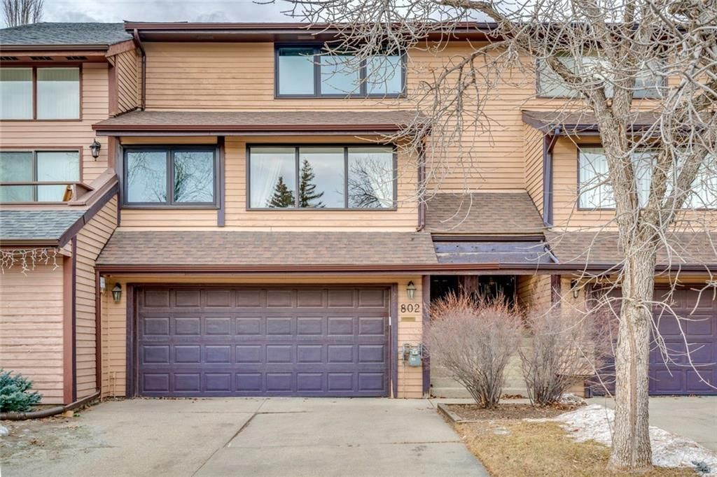 Main Photo: 802 EDGEMONT RD NW in Calgary: Edgemont House for sale : MLS®# C4221760