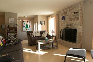 Photo 2: 148 Malmsbury Avenue in Winnipeg: Residential for sale (2F)  : MLS®# 1931753