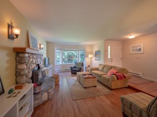Photo 3: 7820 LOHN Road in Halfmoon Bay: Halfmn Bay Secret Cv Redroofs House for sale (Sunshine Coast)  : MLS®# R2272108