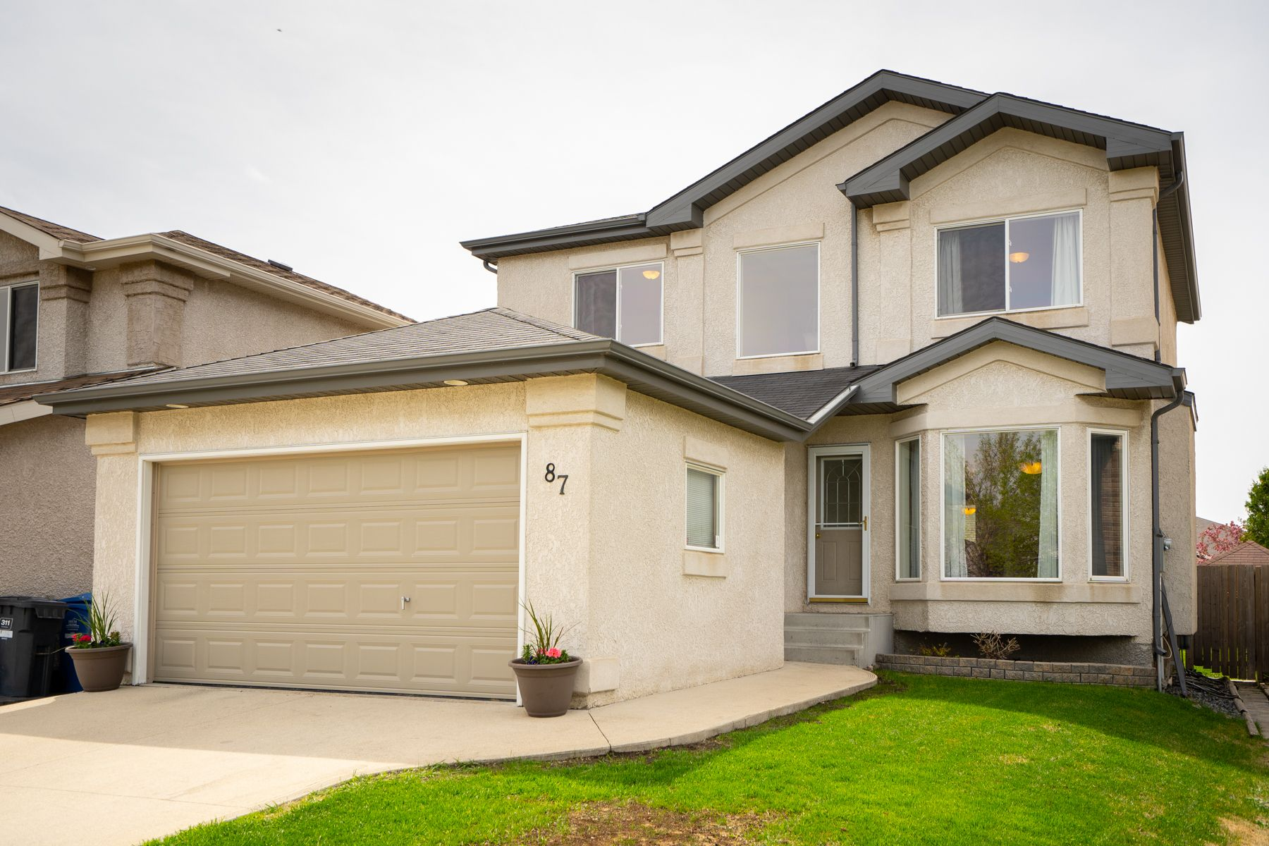 Main Photo: 87 William Gibson Bay in Winnipeg: Canterbury Park House for sale (3M)  : MLS®# 202011374