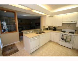 Photo 8: 100 STRATHAVEN Circle SW in CALGARY: Strathcona Park Residential Detached Single Family for sale (Calgary)  : MLS®# C3393643