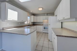 Photo 2: 530 Dunbar Cres in : SW Glanford House for sale (Saanich West)  : MLS®# 878568
