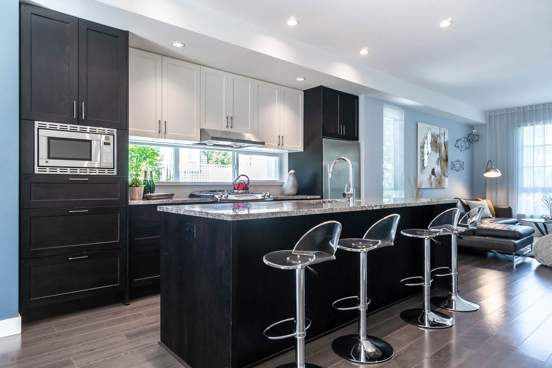 """Photo 8: Photos: 154 548 FOSTER Avenue in Coquitlam: Coquitlam West Townhouse for sale in """"BLACK + WHITE"""" : MLS®# R2587208"""