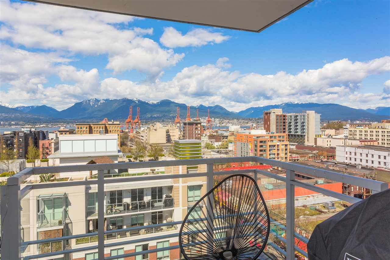 """Main Photo: 1707 188 KEEFER Street in Vancouver: Downtown VE Condo for sale in """"188 Keefer"""" (Vancouver East)  : MLS®# R2259766"""