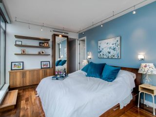 "Photo 8: PH3 1050 SMITHE Street in Vancouver: West End VW Condo for sale in ""STERLING"" (Vancouver West)  : MLS®# R2495075"