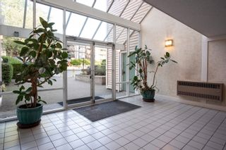"""Photo 4: 305 9644 134TH Street in Surrey: Whalley Condo for sale in """"PARKWOODS"""" (North Surrey)  : MLS®# R2613454"""