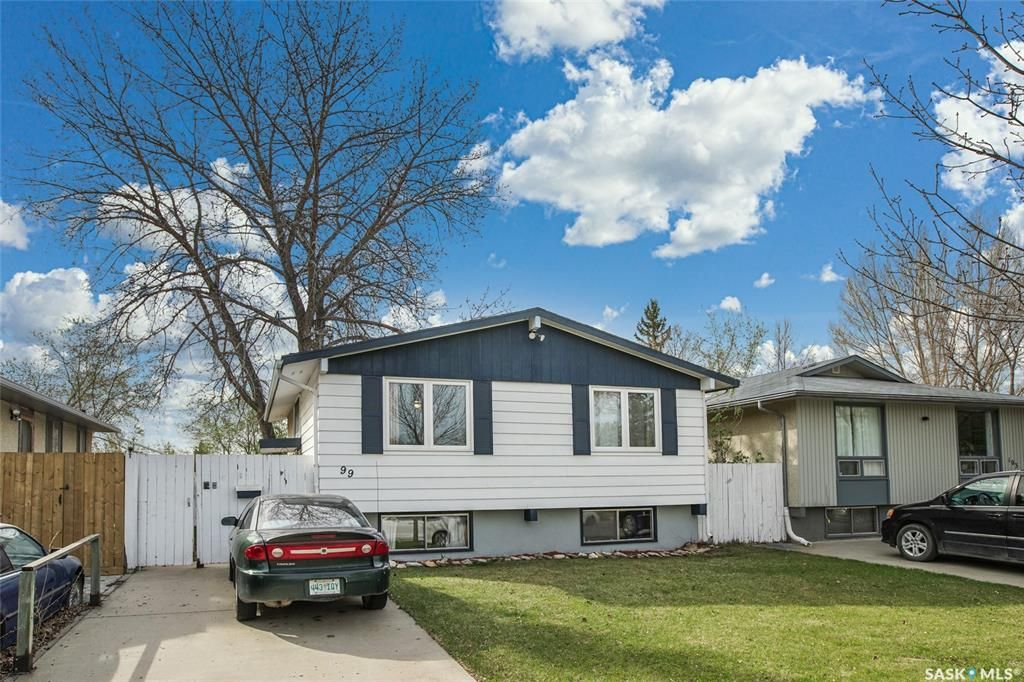 Main Photo: 99 Ross Crescent in Saskatoon: Westview Heights Residential for sale : MLS®# SK855001