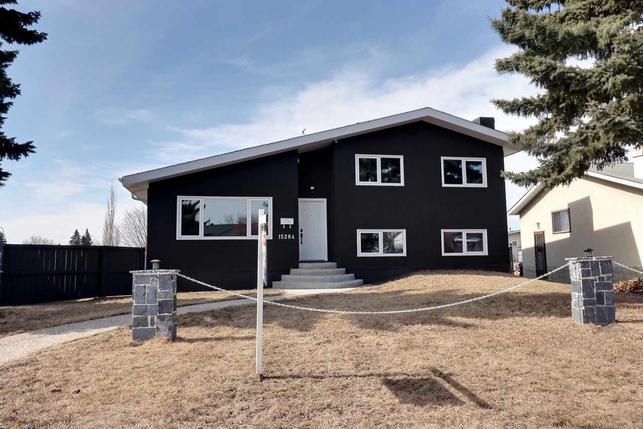 Main Photo: 15204 94 Street in Edmonton: Zone 02 House for sale : MLS®# E4235936