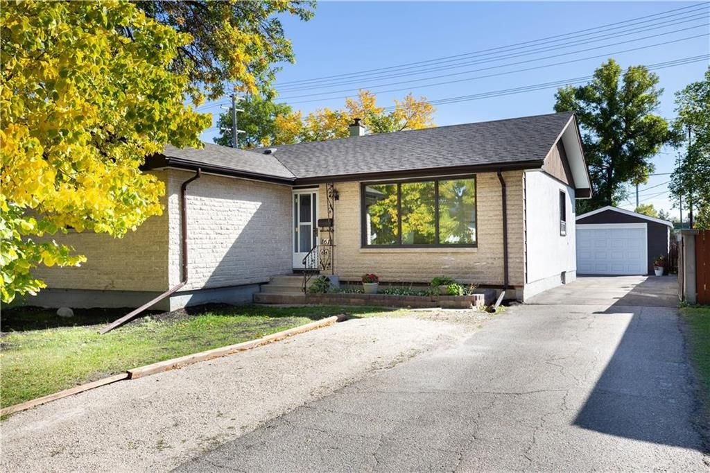 Main Photo: 161 Crestwood Crescent in Winnipeg: Windsor Park Residential for sale (2G)  : MLS®# 202023611