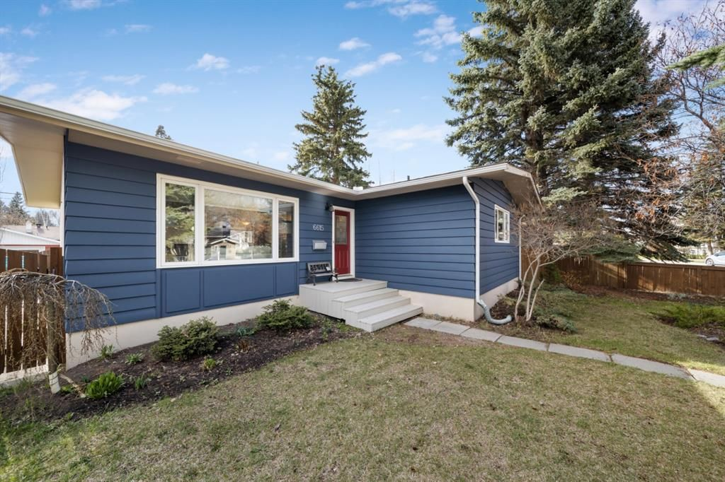 Main Photo: 6615 34 Street SW in Calgary: Lakeview Detached for sale : MLS®# A1106165