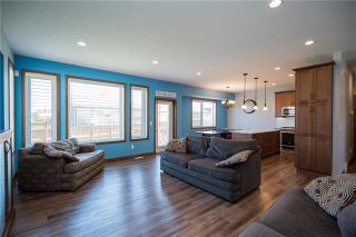 Photo 3: 11 Lowe Crescent: Oakbank Residential for sale (R04)  : MLS®# 1919246