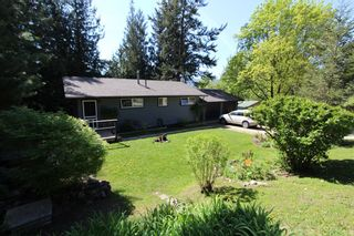 Photo 1: 7716 Golf Course Road in Anglemont: North Shuswap House for sale (Shuswap)  : MLS®# 10135100