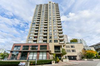 """Photo 1: 1704 1 RENAISSANCE Square in New Westminster: Quay Condo for sale in """"Q"""" : MLS®# R2539218"""