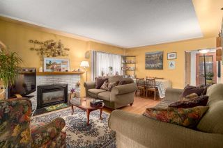 Photo 3: 2653 TRINITY Street in Vancouver: Hastings East House for sale (Vancouver East)  : MLS®# R2044398
