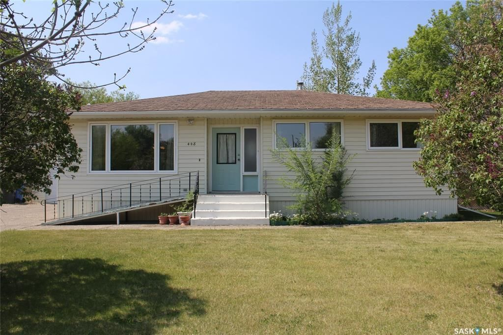 Main Photo: 408 Walter Street in Stoughton: Residential for sale : MLS®# SK810461