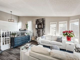 Photo 5: 71 Strathaven Circle SW in Calgary: Strathcona Park Detached for sale : MLS®# A1079924