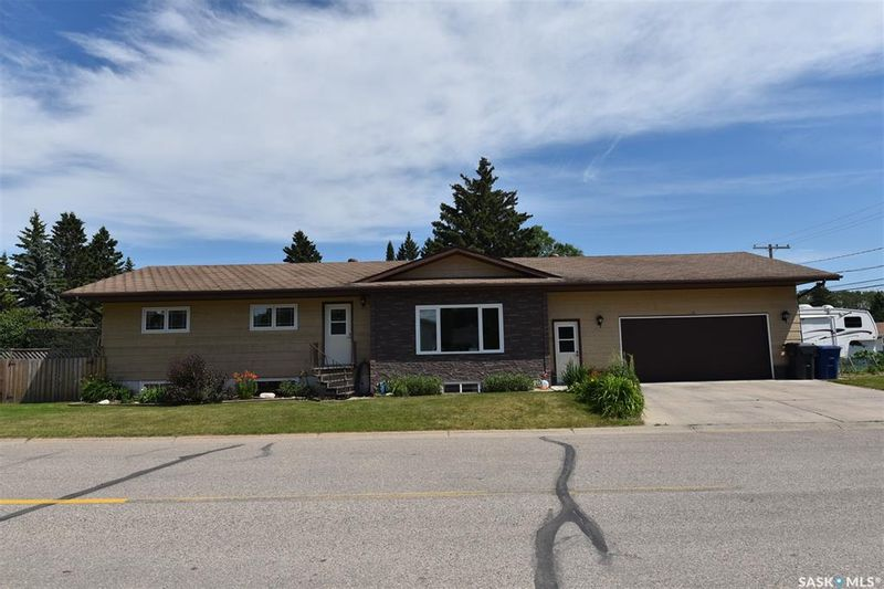 FEATURED LISTING: 300 Maple Road East Nipawin