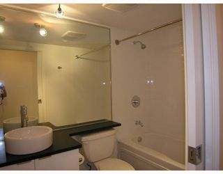 """Photo 7: 511 788 HAMILTON Street in Vancouver: Downtown VW Condo for sale in """"TV TOWER 1"""" (Vancouver West)  : MLS®# V785901"""