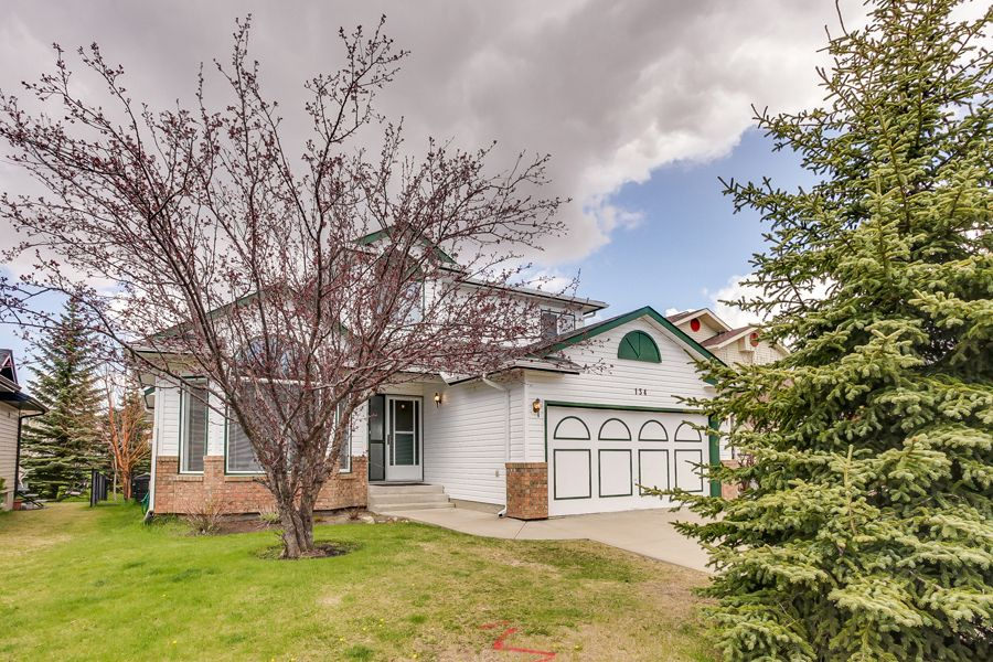 Main Photo: 134 Edgebrook Close NW in Calgary: 2 storey for sale : MLS®# C3616951