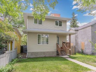 Photo 2: 214 E Avenue North in Saskatoon: Caswell Hill Residential for sale : MLS®# SK858863