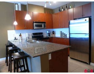 """Photo 3: 105 10180 153RD Street in Surrey: Guildford Condo for sale in """"CHARLTON PARK"""" (North Surrey)  : MLS®# F2919403"""
