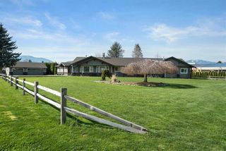 Photo 1: 5621 UNSWORTH Road in Chilliwack: Vedder S Watson-Promontory House for sale (Sardis)  : MLS®# R2560364