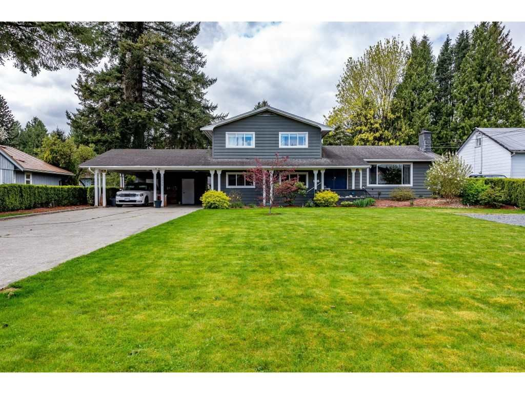 Main Photo: 2333 LOBBAN ROAD in : Central Abbotsford House for sale : MLS®# R2452436