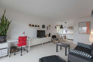 """Photo 2: 205 131 W 4TH Street in North Vancouver: Lower Lonsdale Condo for sale in """"Nottingham Place"""" : MLS®# R2003888"""