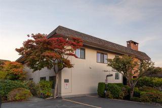 Photo 6: 14 2206 FOLKESTONE WAY in West Vancouver: Panorama Village Townhouse for sale : MLS®# R2477030